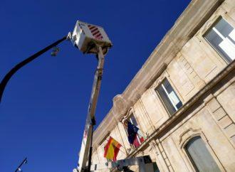 San Fernando apuesta por el ahorro energético y renueva la luminaria en la Plaza de España