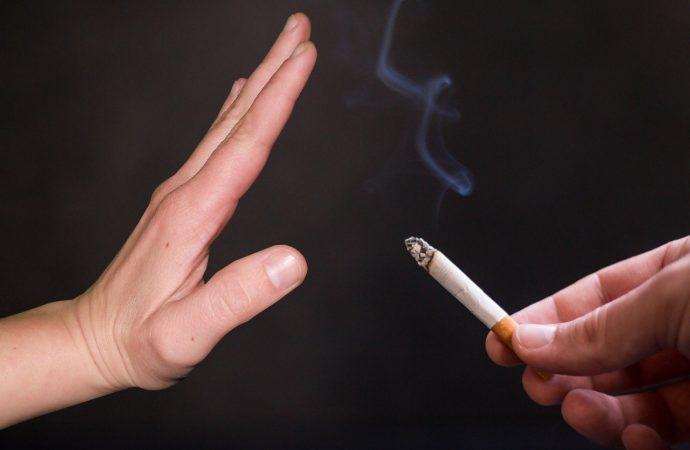 Desde este jueves Madrid cierra el ocio nocturno y prohíbe fumar en la calle