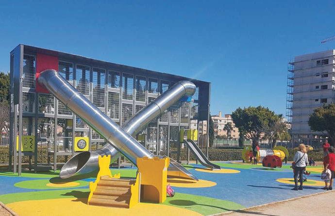 Azuqueca inicia la rehabilitación del barrio de Las Acacias que contará con fuentes transitables y un juego infantil vanguardista