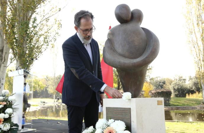 «El Abrazo», nuevo memorial en el Cementerio Jardín de Alcalá en recuerdo a las víctimas del Covid-19