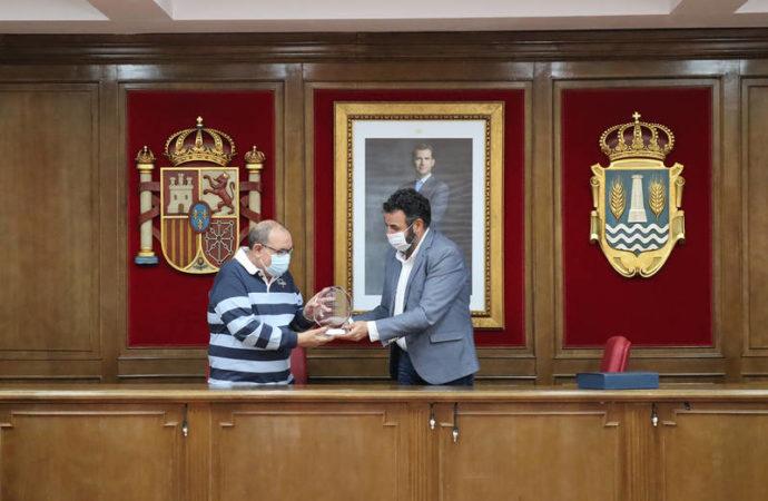 Azuqueca homenajea al jefe de la Agrupación Local de Protección Civil, Rafael Murillo, con motivo de su jubilación