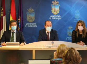 El Ayuntamiento de Guadalajara suprime la tasa de terrazas durante 2021 y anuncia bajada de IBI además de ayudas para pagarlo