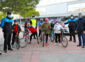 La Policía Local de Coslada realiza la segunda ruta en la que acompaña a escolares hasta sus centros educativos