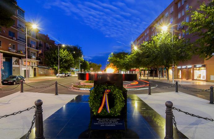 Torrejón homenajea a las víctimas del Covid-19 con un monumento en forma de pebetero