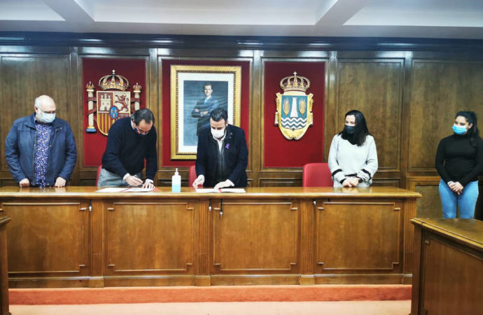 Azuqueca firma un convenio de colaboración con la Asociación de Comerciantes, Empresarios y Profesionales de la ciudad