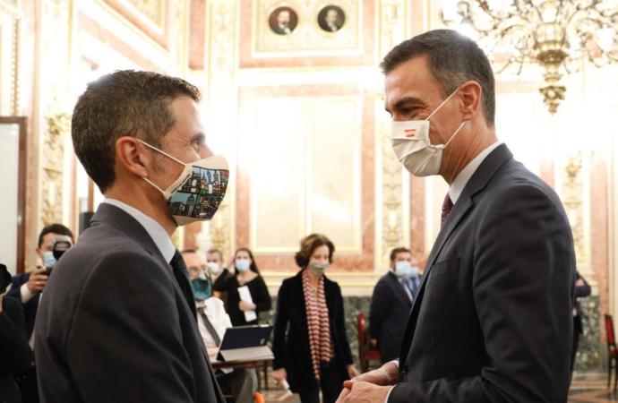 Pedro Sánchez recibe al alcalde de Alcalá en el homenaje del Congreso a Manuel Azaña