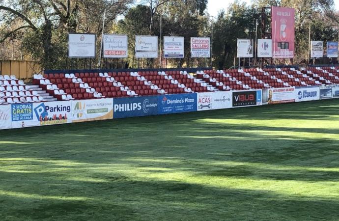 4.000 asientos del Vicente Calderón lucen ya en el Estadio del Val en Alcalá de Henares