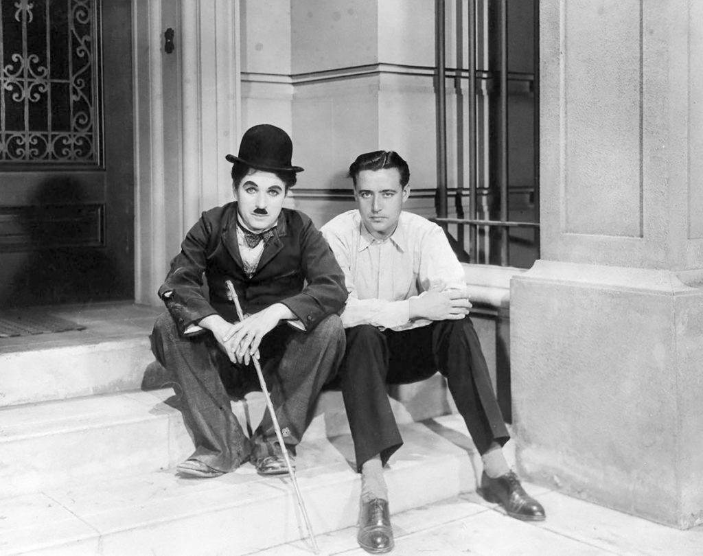 Edgar Neville junto a Charles Chaplin en Hollywood (1930).