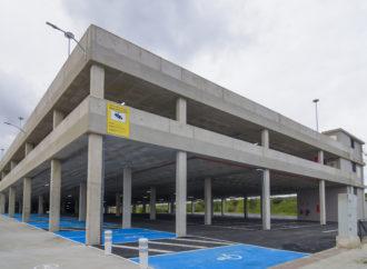 El nuevo aparcamiento gratuito de Torrejón situado junto al Hospital Universitario y la estación de tren Soto del Henares ya está abierto