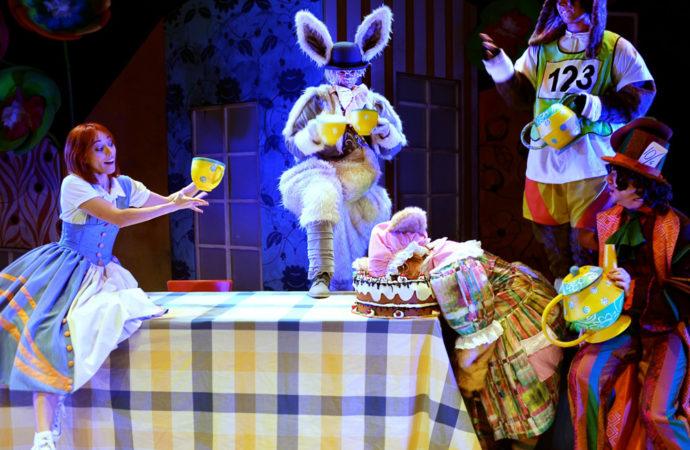 """El Teatro Municipal de Torrejón acoge este lunes y martes el espectáculo infantil """"Alicia en el Musical de las Maravillas"""""""