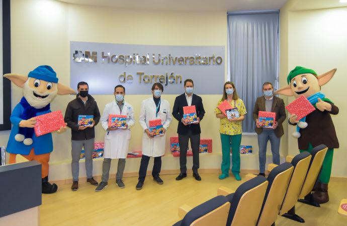 Los niños ingresados en planta del Hospital Universitario de Torrejón recibieron la visita de Los Guachis