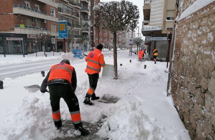 Guadalajara pide ayuda a la Diputación y a la Junta ante la imposibilidad de hacer frente a la nevada en la ciudad