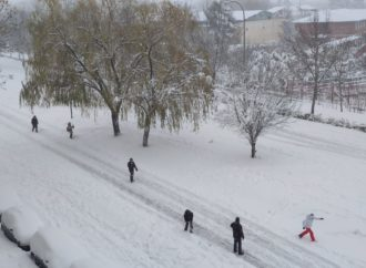 Los colegios de Castilla-La Mancha y centros educativos de Madrid suspenden las clases lunes y martes por el momento