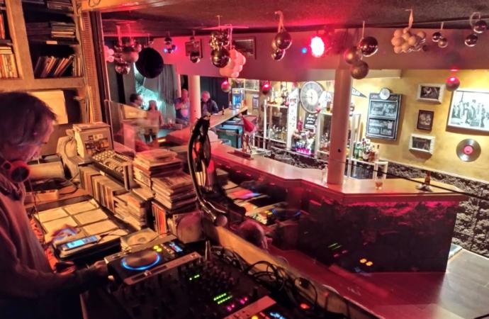 Cierra «el mítico Migas», mucho más que un bar del centro de Alcalá de Henares