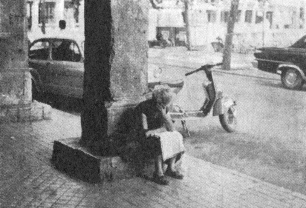 Aquella lectora. Plaza de Cervantes, Verano de 1972.