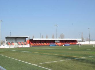 Nuevo césped artificial y cuatro porterías abatibles para el campo de fútbol del San Miguel de Azuqueca