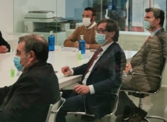 Salvador Illa visita la planta farmacéutica de Azuqueca donde se fabricarán los viales de la vacuna contra la COVID-19