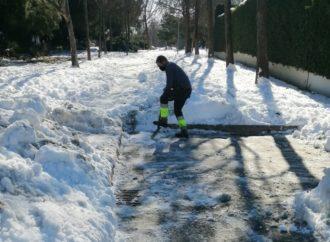 San Fernando limpiará su red de alcantarillado ante la previsión de lluvia y el deshielo de la nieve que permanece en sus calles