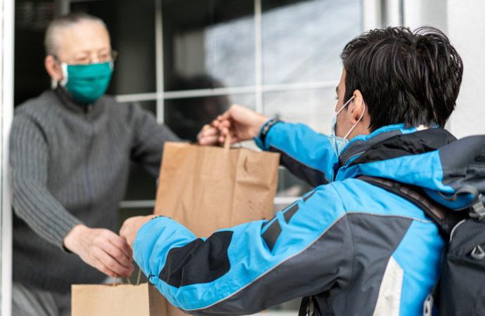 Torrejón ayuda a los mayores, dependientes y personas con movilidad reducida con un servicio para comprar comida y medicinas