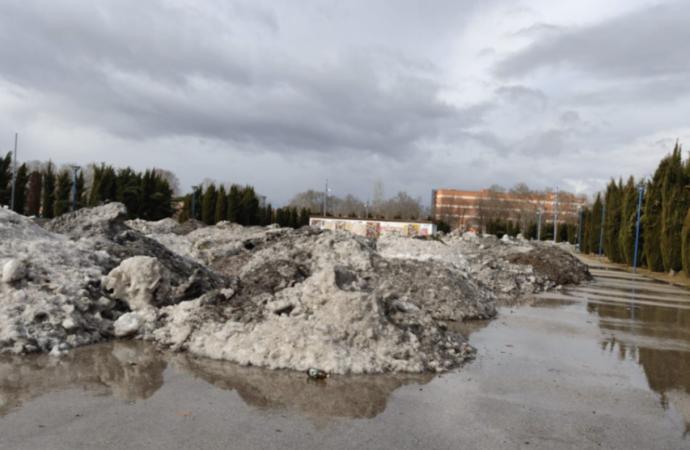 El «vertedero de nieve» en la Isla del Colegio de Alcalá de Henares enfrenta a PSOE y PP