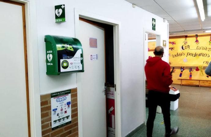 Azuqueca instala desfibriladores en todos los colegios e institutos y en el Ayuntamiento