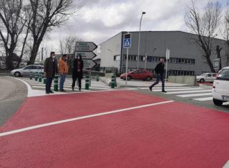 El paso de peatones entre la avenida de la Industria y la CM-1008 de Azuqueca ya está en servicio