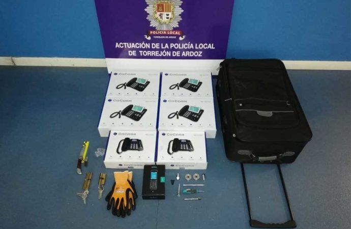 Identificado en Torrejón un individuo que llevaba una maleta con 7 teléfonos nuevos presuntamente robados