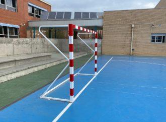 Coslada invierte alrededor de 17.000 euros en renovar el equipamiento deportivo de sus centros educativos