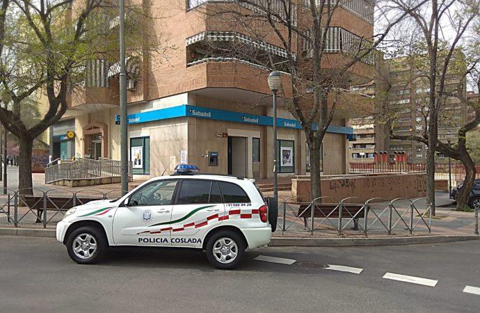 Dos agentes de la Policía Local de Coslada salvan la vida a un hombre