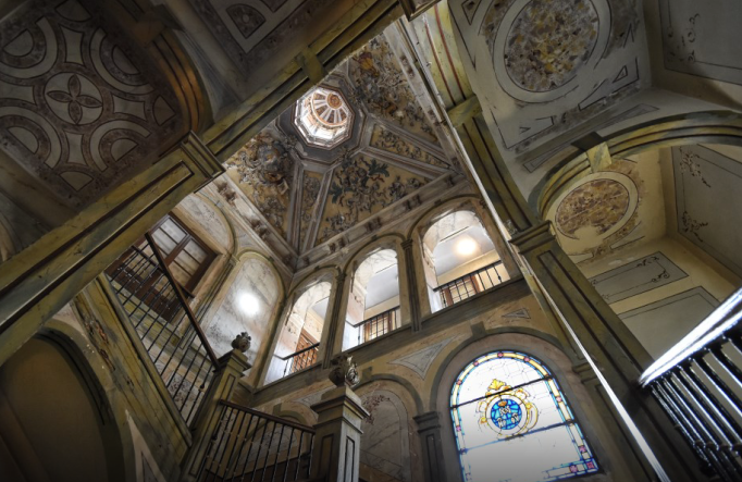 Cuando Alejandro Dumas pasó por Alcalá: campaña para recuperar la espléndida escalera de Escolapias