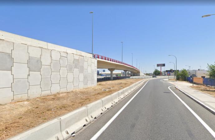 El puente sobre la M-300 en Alcalá, clausurado durante al menos 7 meses por problemas en su estructura