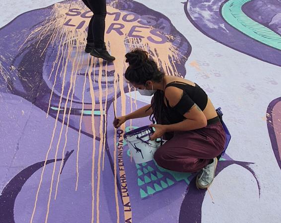 8M Alcalá: el mural de igualdad renace con frases de libertad tras el acto vandálico sufrido tras su inauguración