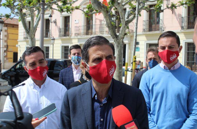 El equipo de Gobierno municipal del PSOE insta a VOX «a recapacitar» y no celebrar una manifestación en la calle Mayor el 2 de mayo, día festivo.