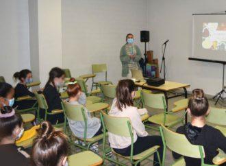 El Hospital de Torrejón desarrolla una formación sobre hábitos alimentarios a niñas del Club de Gimnasia Torrejón