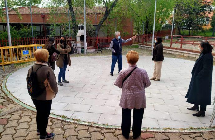 Los mayores de San Fernando reanudan las actividades al aire libre con grupos reducidos