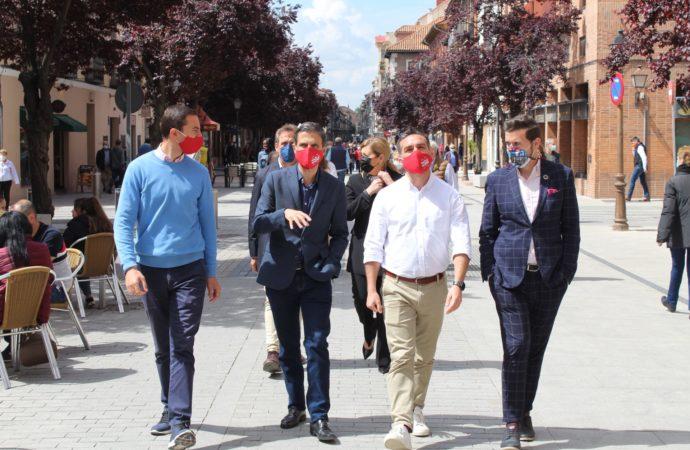 4M Elecciones / Juan Lobato y Francisco Polo (PSOE) visitan Alcalá y piden el voto para Gabilondo