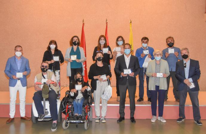 Torrejón entrega mascarillas transparentes homologadas para personas con diversidad auditiva