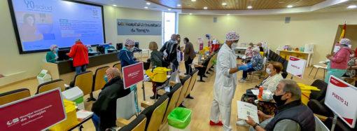Ya ha comenzado la vacunación frente a la Covid-19 a los menores de 60 años en el Hospital de Torrejón