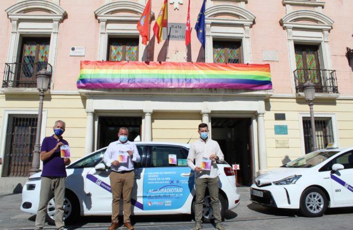 El Ayuntamiento se viste de arcoíris para celebrar el Orgullo AH 21 en Alcalá