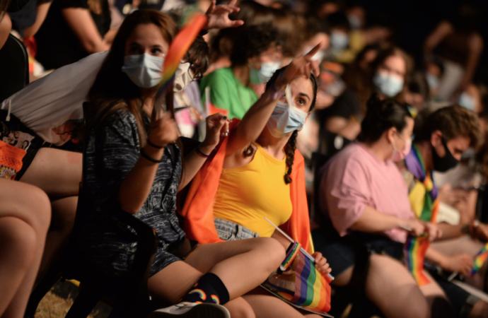 Día internacional del Orgullo LGTBI: banderas arcoíris en la Universidad y el Ayuntamiento y numerosas actividades en Alcalá