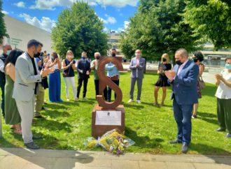 San Fernando homenajea a las víctimas de COVID con un monumento en su memoria