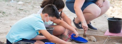 """Los niños de Alcalá continúan siendo """"Arqueólogos por un día"""" en el yacimiento romano de Complutum"""