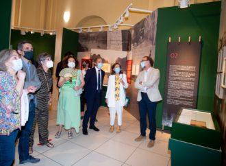 Exposición de Azaña en Alcalá: visita de autoridades nacionales para conocer la muestra