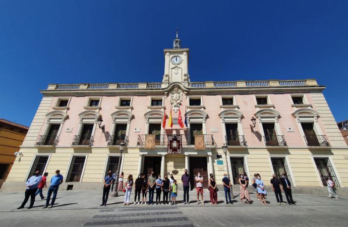 Minuto de silencio y acto de condena por el asesinato machista de Pamela, natural de Alcalá