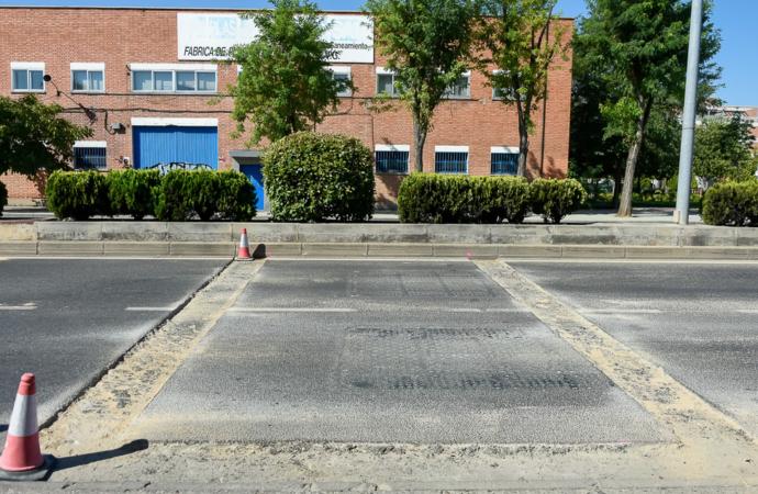 Torrejón sustituye las bandas reductoras de velocidad en la carretera de Loeches por otras de menor resalto e impacto sobre los vehículos