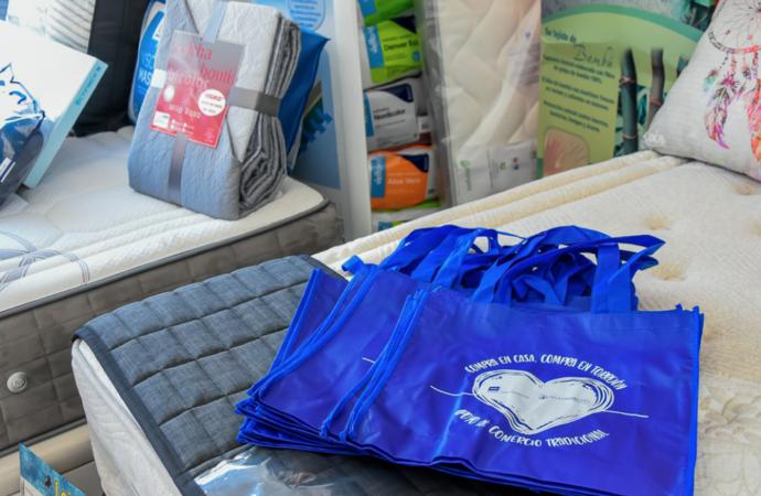 Torrejón regala bolsas de compra reutilizables dentro de su campaña de apoyo al comercio tradicional