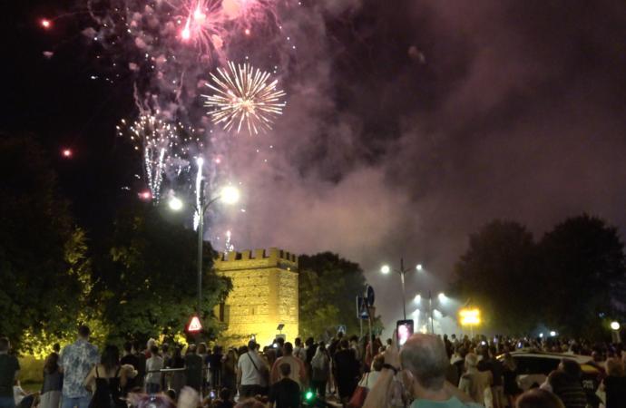 Fin de fiesta en Alcalá con el tradicional Castillo de Fuegos Artificiales en la Huerta del Obispo