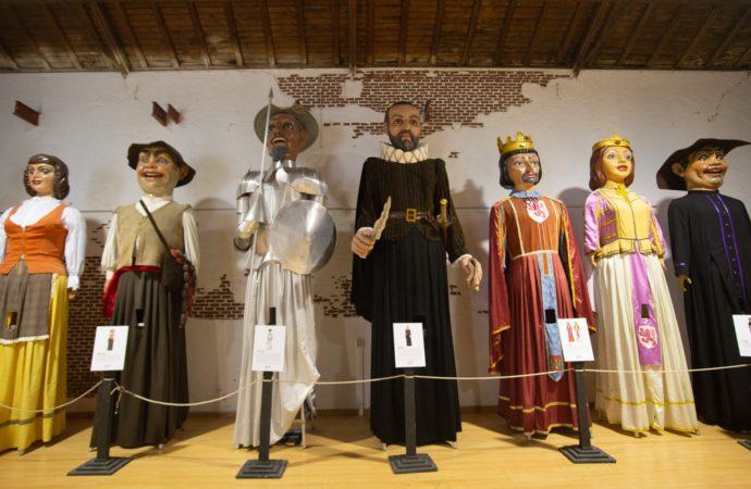 """La exposición """"de los Gigantes y Cabezudos de Alcalá"""" abre hasta el 28 de agosto junto a la Escuela Oficial de Idiomas"""