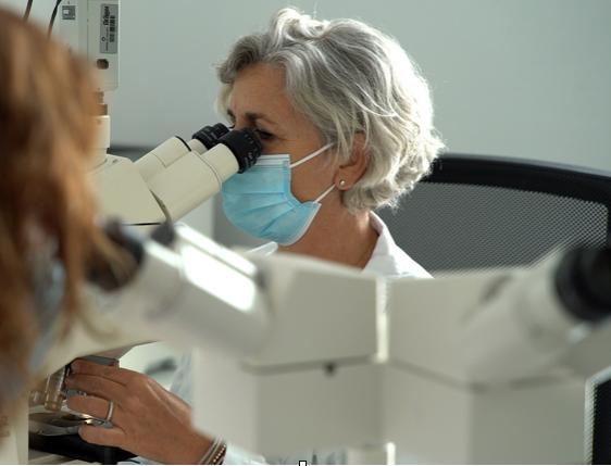 El Hospital de Torrejón revoluciona el diagnóstico del cáncer de mama con la firma genética en la biopsia inicial