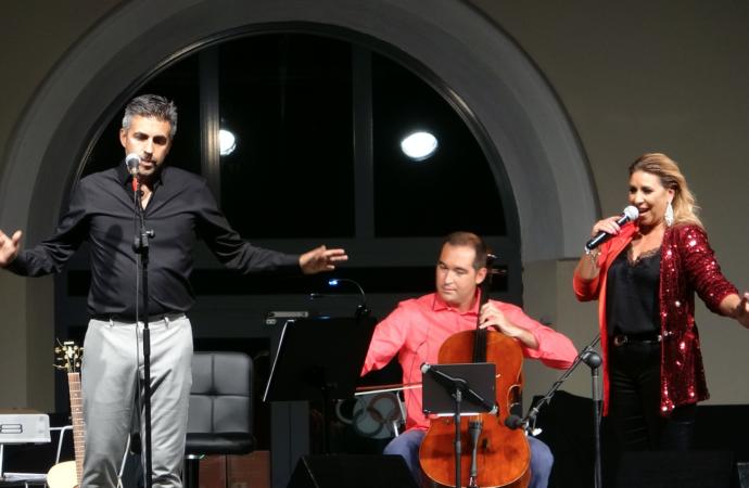 Sonia Andrade, Diego Larrea y su grupo «Intuición» hicieron «arder» las Fiestas de Alcalá